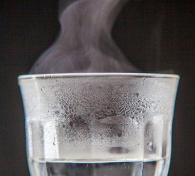 おいしく作れる、焼酎の水割り・お湯割の作り方