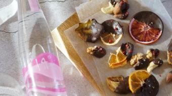 〔レシピ〕ドライフルーツ&ナッツのチョコがけおつまみ
